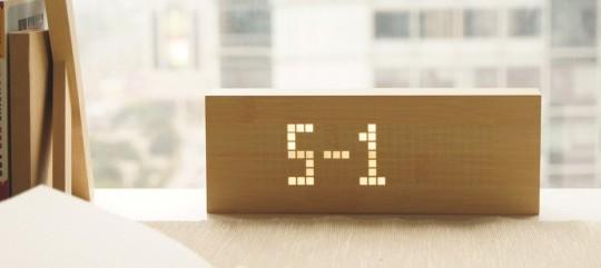 Horloge design en bois Click Message Clock by Gingko