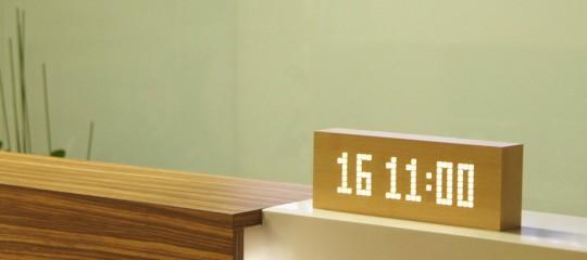 Horloge digitale en bois Click Message Clock by Gingko