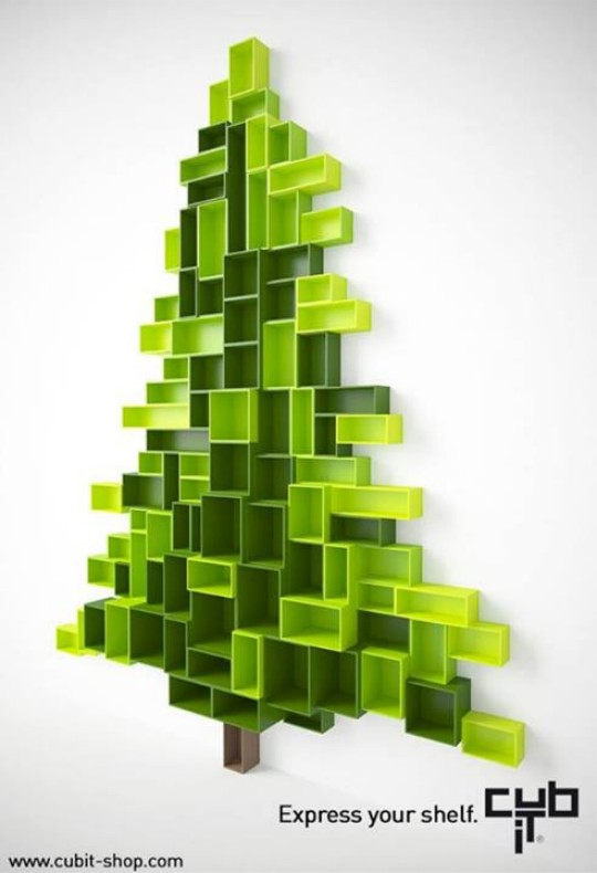 Sapin de Noël design avec des étagères Cubit