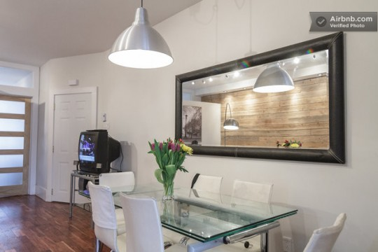 Airbnb salle à manger dans un studio à Montréal