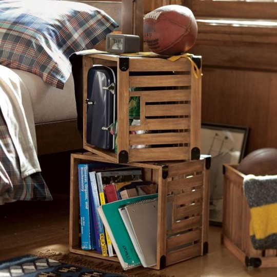 id e rangement des caisses en bois vintage pour ranger vos affaires. Black Bedroom Furniture Sets. Home Design Ideas