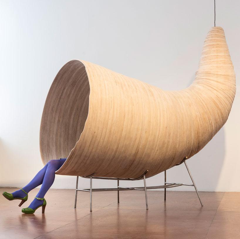 Fauteuil corne de brume (ou d'abondance ?) par Henry Baumann