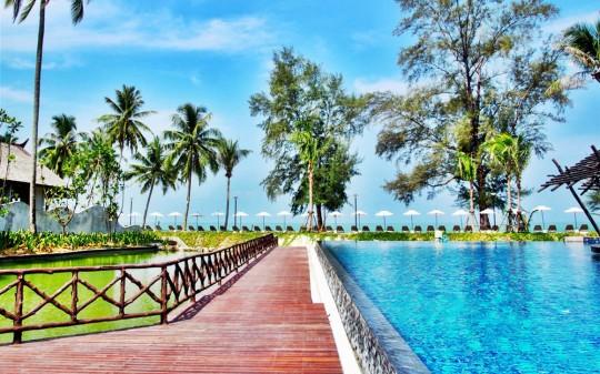 Hotel Sentido Graceland à Khao Lak en Thaïlande - piscine et ponton en bois