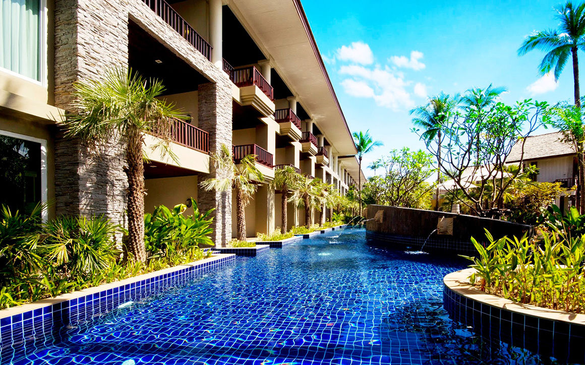 Hotel sentido graceland khao lak en tha lande piscine for Piscine a debordement thailande