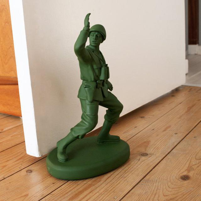 Bloque-porte : Un soldat en plastique vert pour garder votre porte