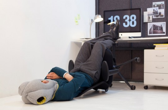 Coussin Ostrich Pillow pour dormier dans n'importe quelle position
