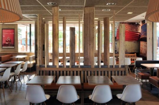 Déco de restaurant macdonald s wood stone
