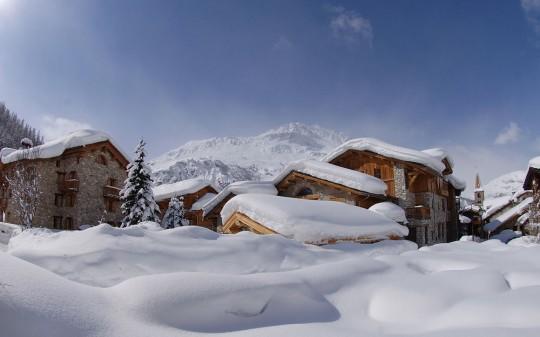 Hotel Avenue Lodge Val d'Isere chalets sous la neige