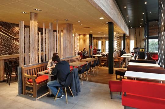 MacDonalds décoration écologique Wood and Stone