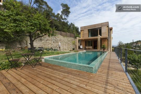 Une villa du 19 me si cle avec une structure en bois r solument moderne - Maison bois avec piscine ...