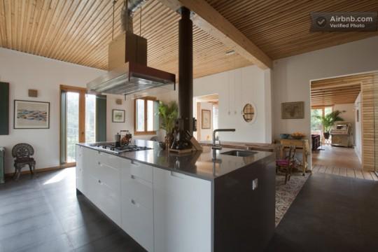 Maison du 19ème siècle - cuisine moderne avec un ilot central