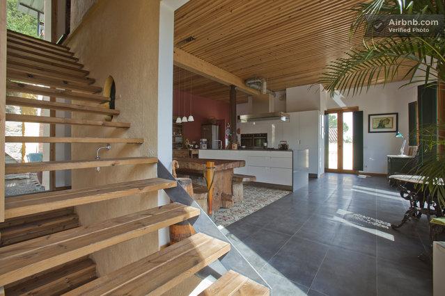 Maison du 19 me si cle int rieur en bois naturel - Range bois interieur maison ...