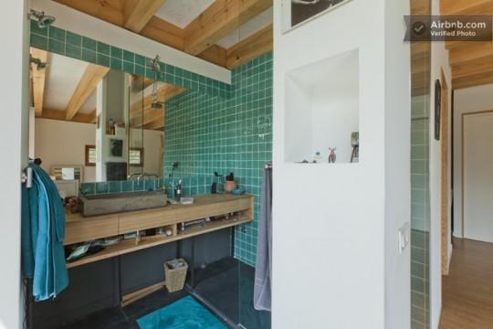 Maison du 19ème siècle - meuble de salle de bain en bois