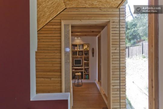 Maison du 19ème siècle - mur intérieur couvert de bois massif