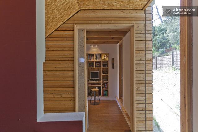 Maison du 19 me si cle mur int rieur couvert de bois massif for Interieur maison bois massif