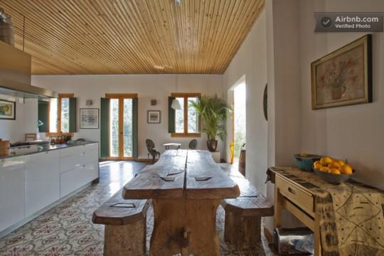 Maison du 19ème siècle - table à manger en bois massif