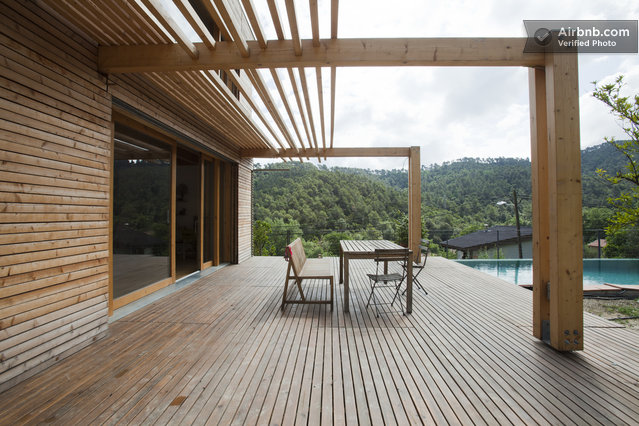 for Maison du 19ème siècle – terrasse en bois avec brise soleil