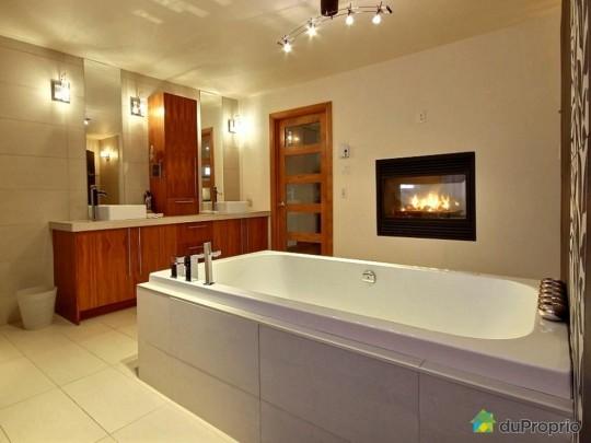 Salle de bain des maitres dans une maison à vendre à Sillery au Québec
