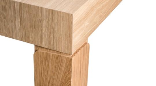 Table de repas Condidens 1382 - détail du pied en bois
