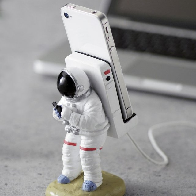 Support iPhone Astronaute : Mon iPhone a marché sur la Lune !