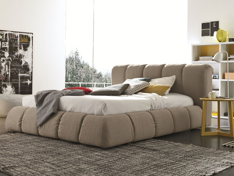 lit avec des boudins moelleux sharpei. Black Bedroom Furniture Sets. Home Design Ideas