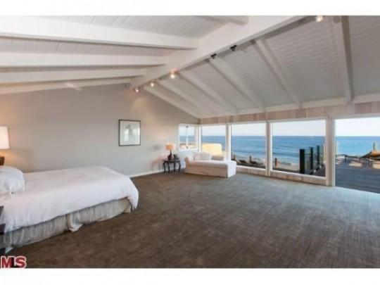 Propriété de Leonardo DiCaprio à Malibu - chambre sous les toits avec vue sur mer