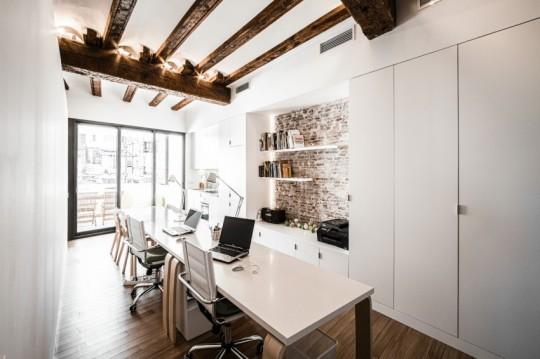 r novation un appartement du 19 si cle r habilit en bureau moderne. Black Bedroom Furniture Sets. Home Design Ideas