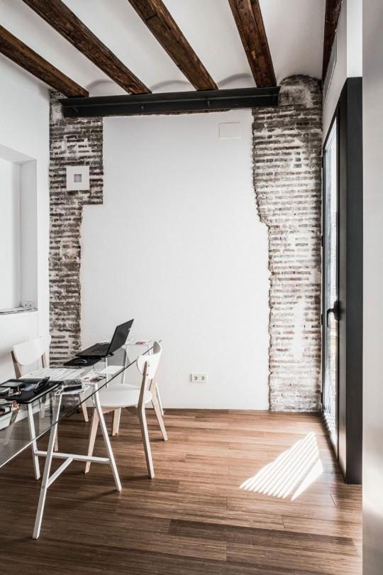 Appartement rénové El Carmen à Valence en Espagne - mur en briques
