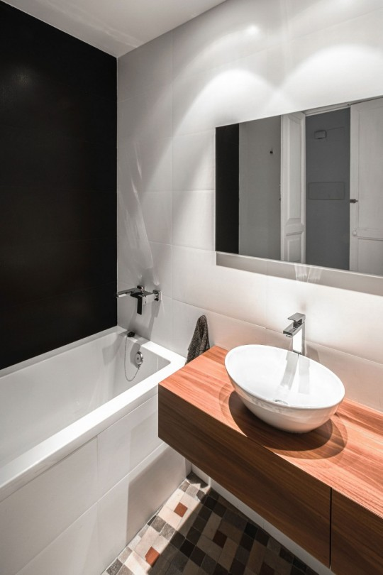 R novation un appartement du 19 si cle r habilit en for Salle de bain espagnol
