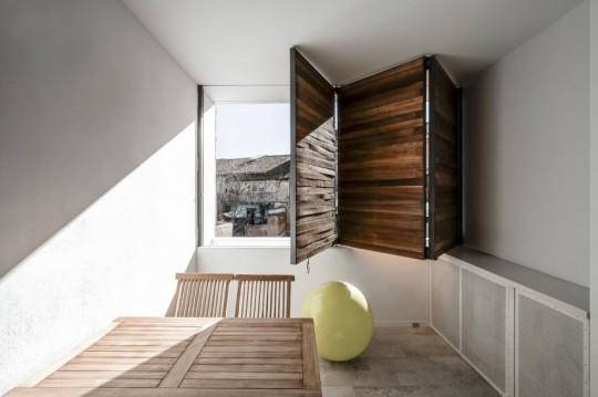 Appartement rénové El Carmen à Valence en Espagne - volets en bois contemporains