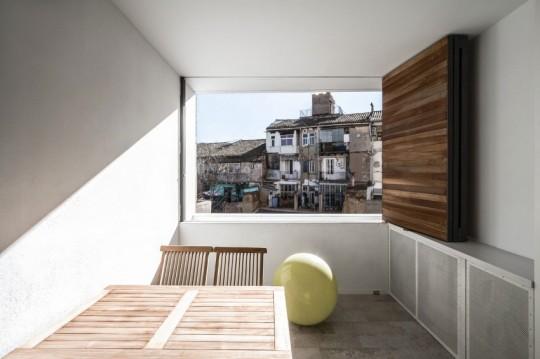 Appartement rénové El Carmen à Valence en Espagne - volets en bois modernes