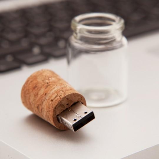 Clé USB dans un bouchon en liège - Bouteille à la mer