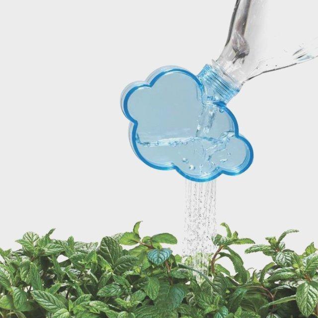 Jardinage malin : L'arrosoir nuage pour bouteille d'eau en plastique
