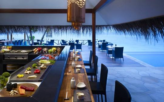 Hotel Vivanta by Taj Coral Reef aux Maldives - bar de l'hotel