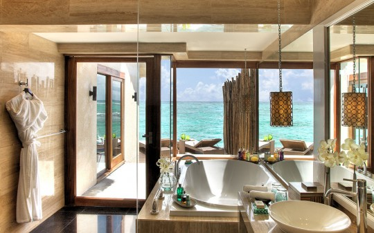 Hotel Vivanta by Taj Coral Reef aux Maldives - salle de bain