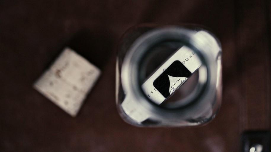 Bouteille impossible : Un jeu de cartes dans une bouteille