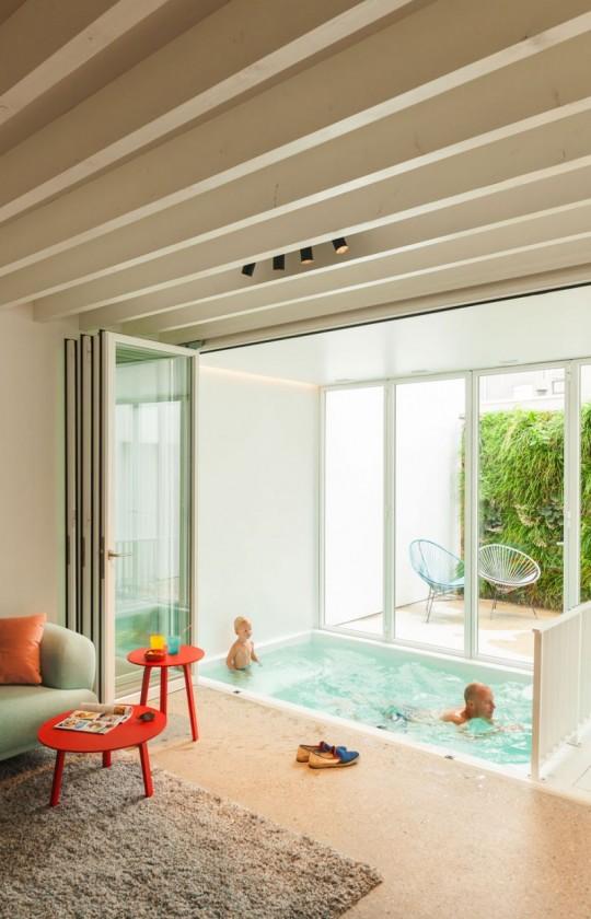 Maison de ville contemporaine - mini piscine intérieure