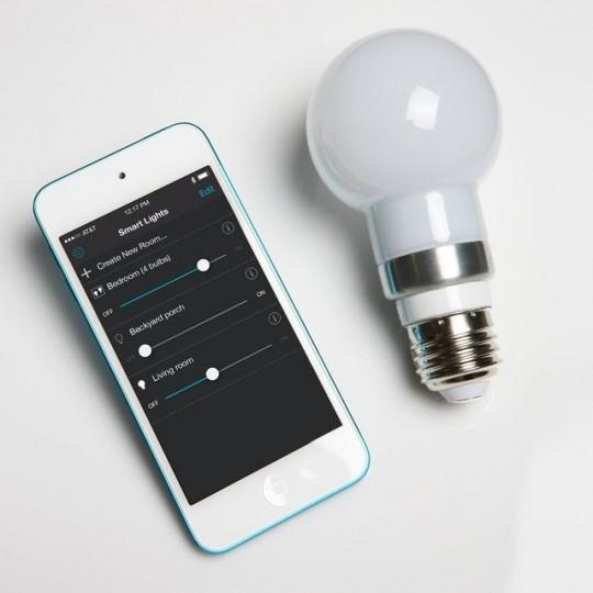 Ampoule économie d'énergie Robosmart pilotable par iphone
