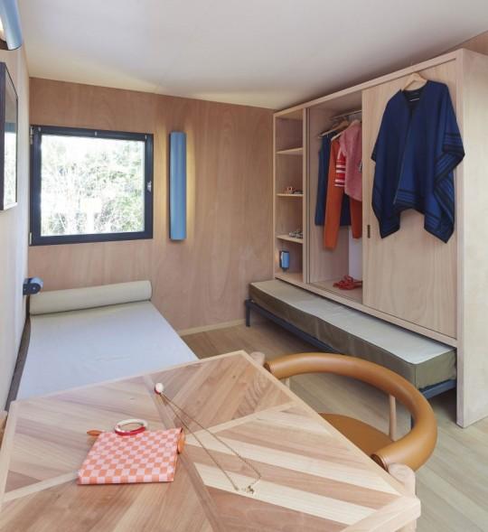 La Maison au bord de l'eau by Charlotte Perriand & Louis Vuitton dressing et bureau