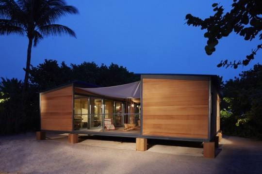 La Maison au bord de l'eau by Charlotte Perriand & Louis Vuitton la nuit
