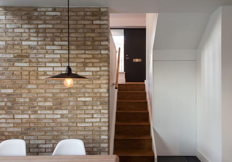 maison contemporaine suspension au dessus de la table manger. Black Bedroom Furniture Sets. Home Design Ideas