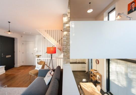 Maison contemporaine - vue sur les 2 niveaux de la maison
