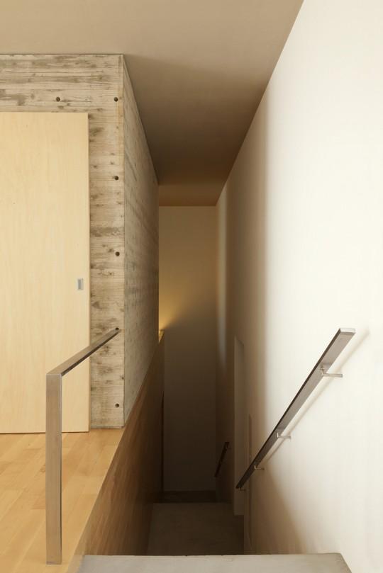 Maison sans fenêtres - escalier