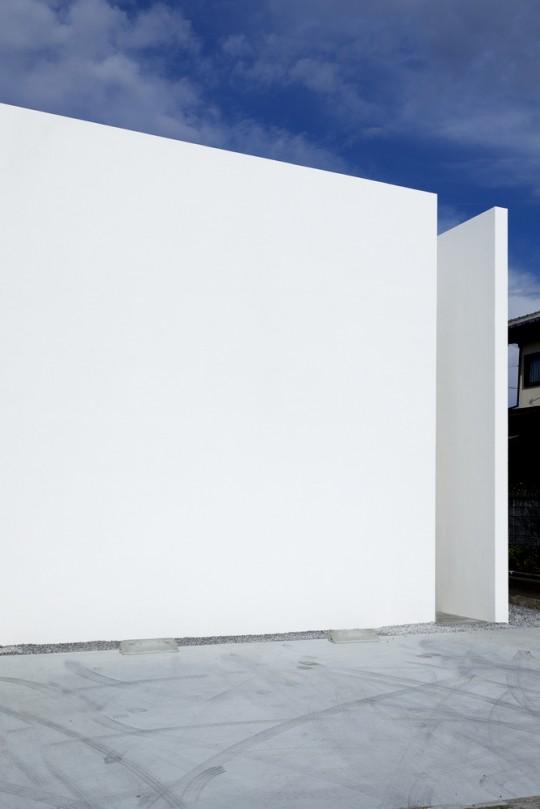 Maison sans fenêtres - façade
