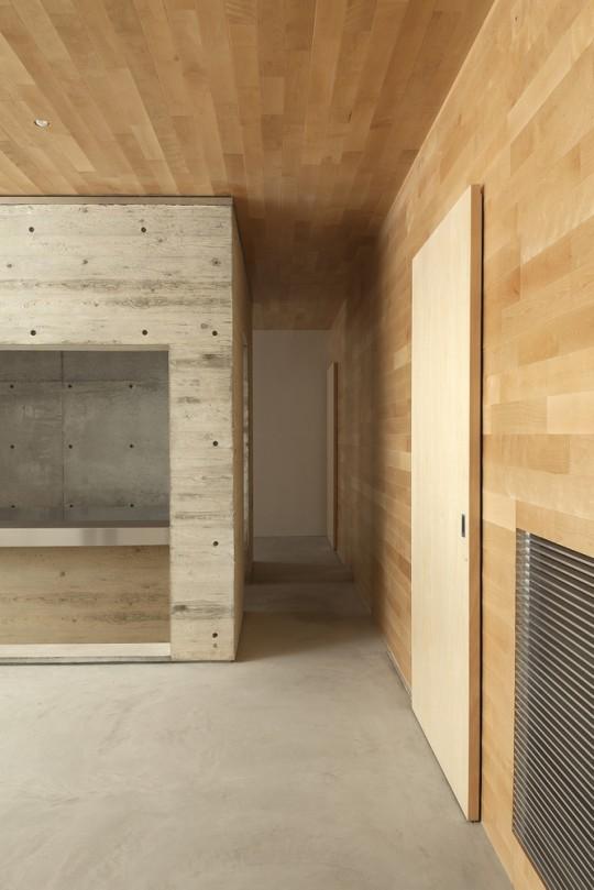 Maison sans fenêtres - intérieur en bois