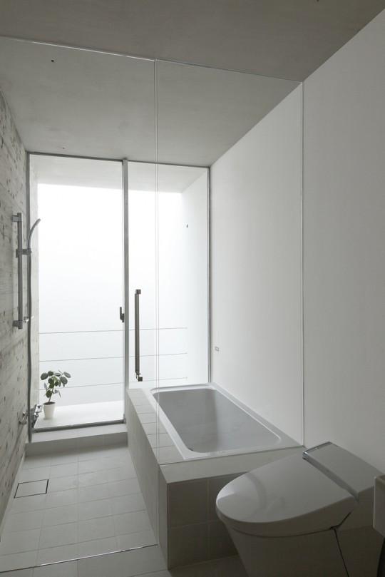 Maison sans fenêtres - salle de bain