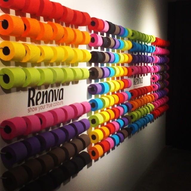 Très Mur de rouleaux de papier toilette de couleurs Renova AD18