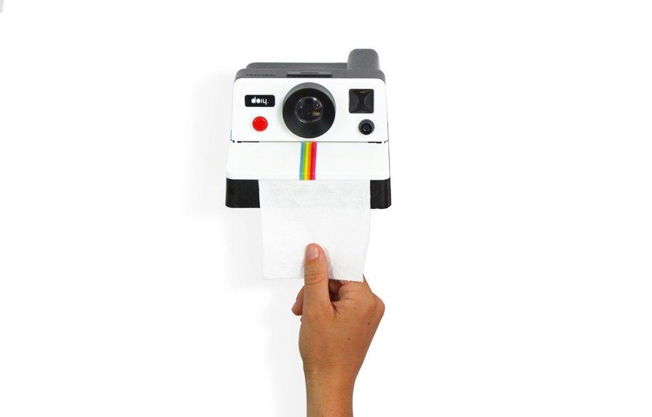 Polaroll : Le polaroid transformé en dérouleur à papier toilette