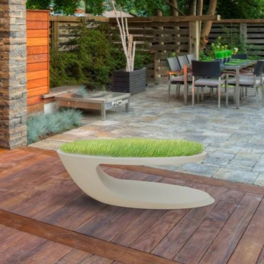Table basse en fibre de verre avec du gazon