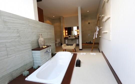 Uppala Villa Umalas à Bali en Indonésie - baignoire design